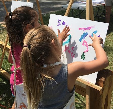 kids paint at park sm